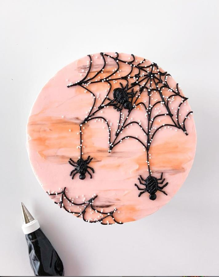Halloween is the creation of an atmosphere of terror, And candy and cake must be part of Halloween What kind of cake can make your Halloween stand out? What basic elements make up your Halloween cake?