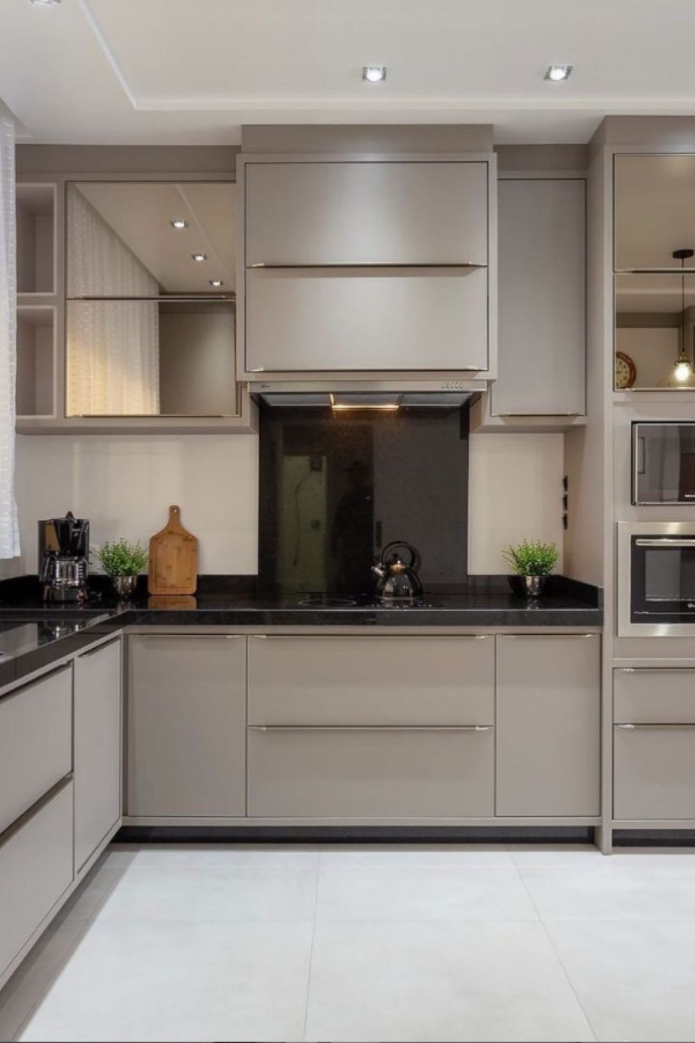 Black and gray in the kitchen