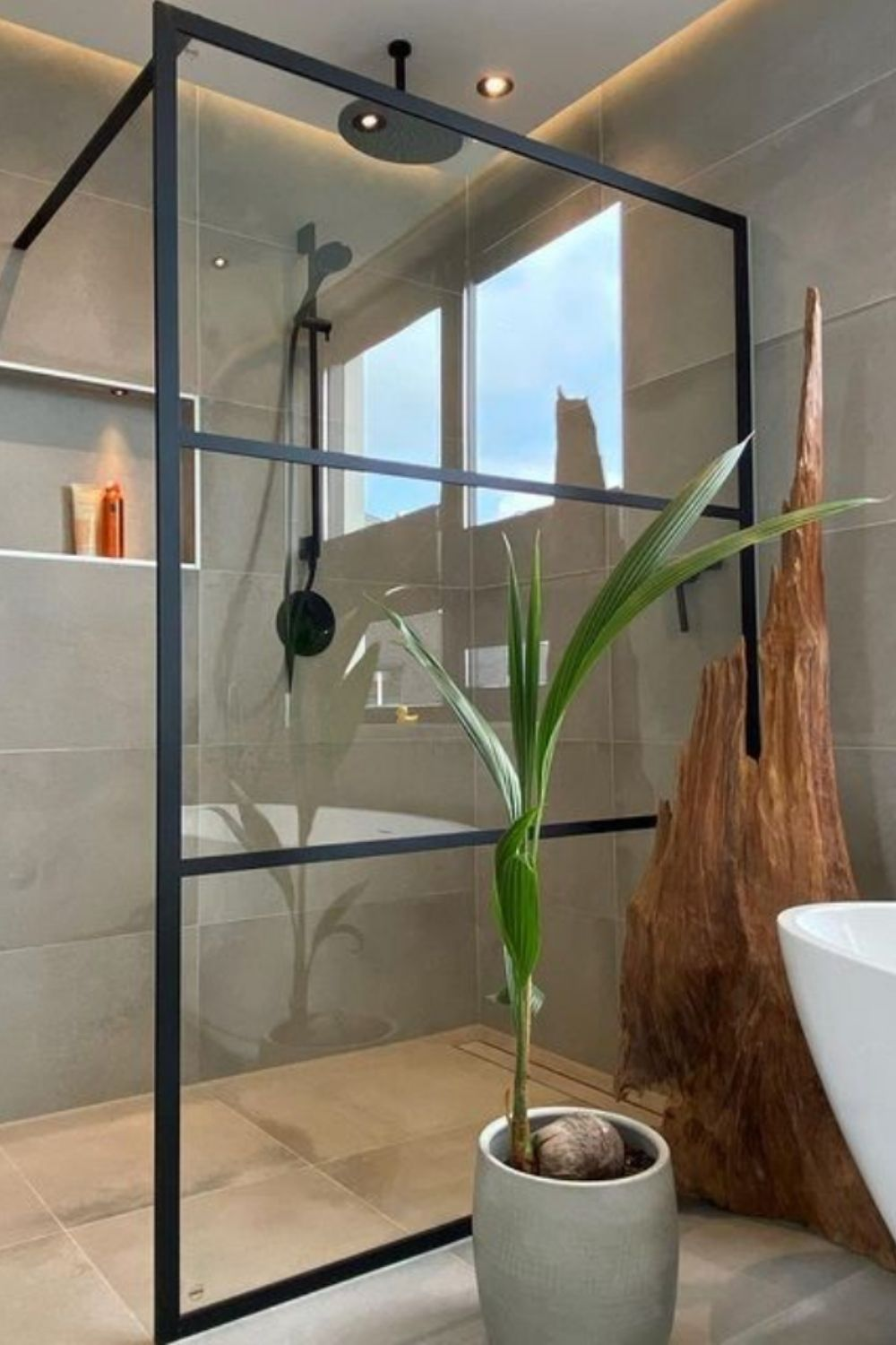 The trend of home decoration of the toilet glass partition design