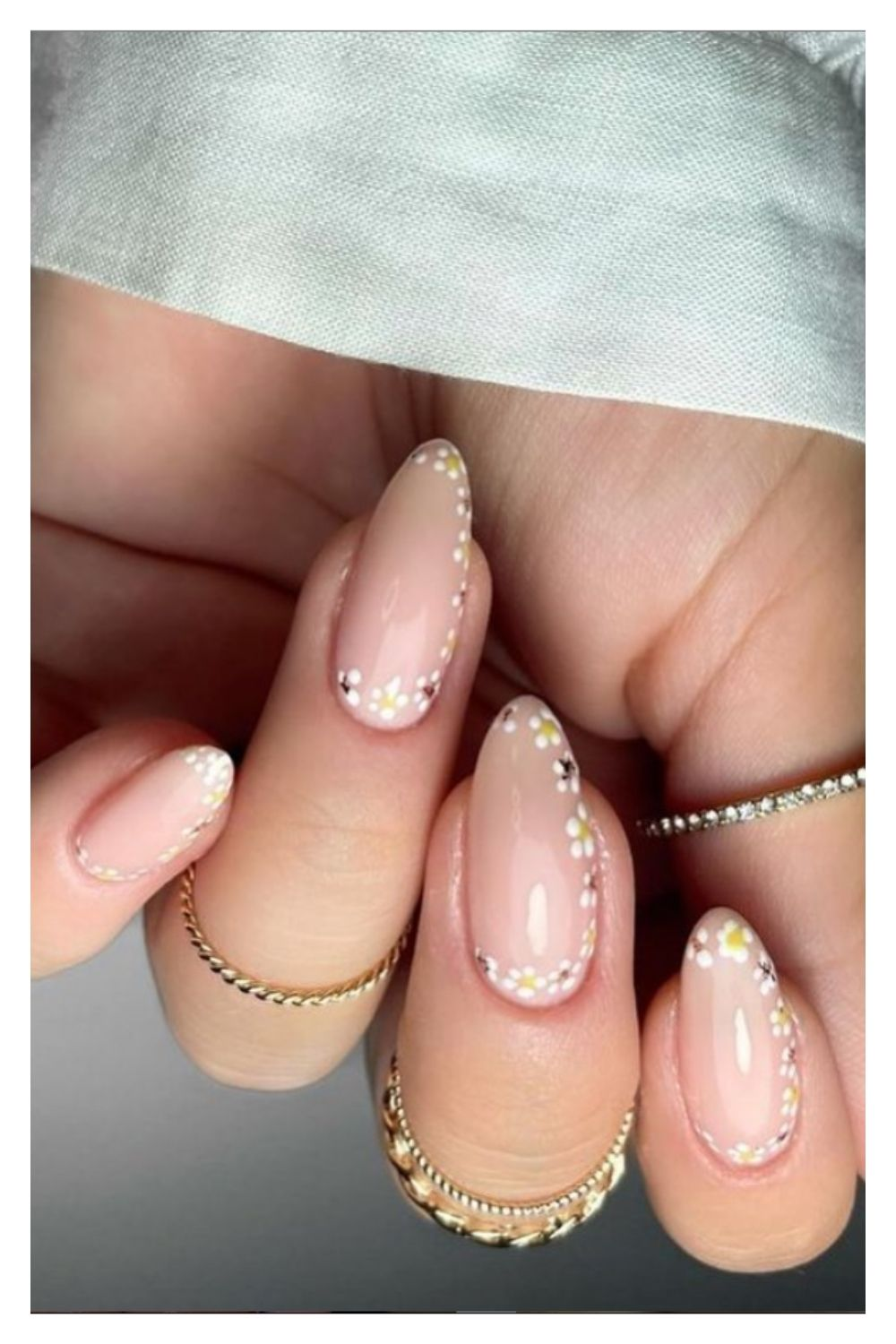 Almond nails designs with flower