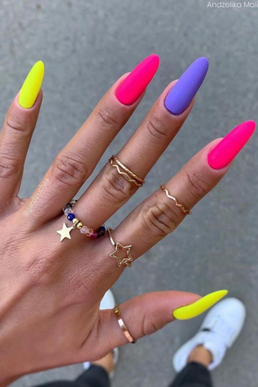 almond nails colors designs