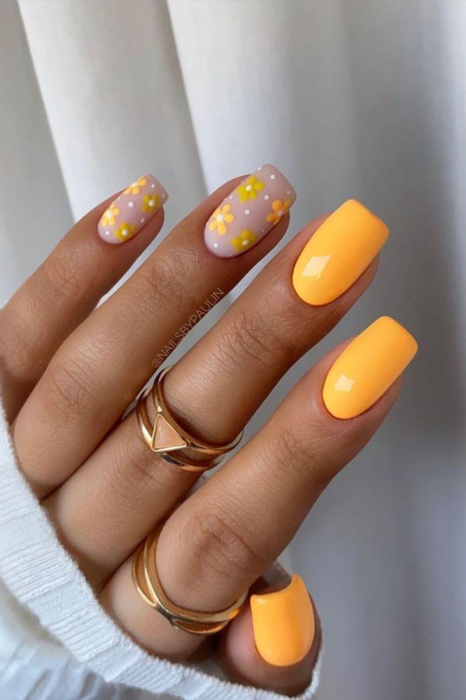 Orange short nail with flower