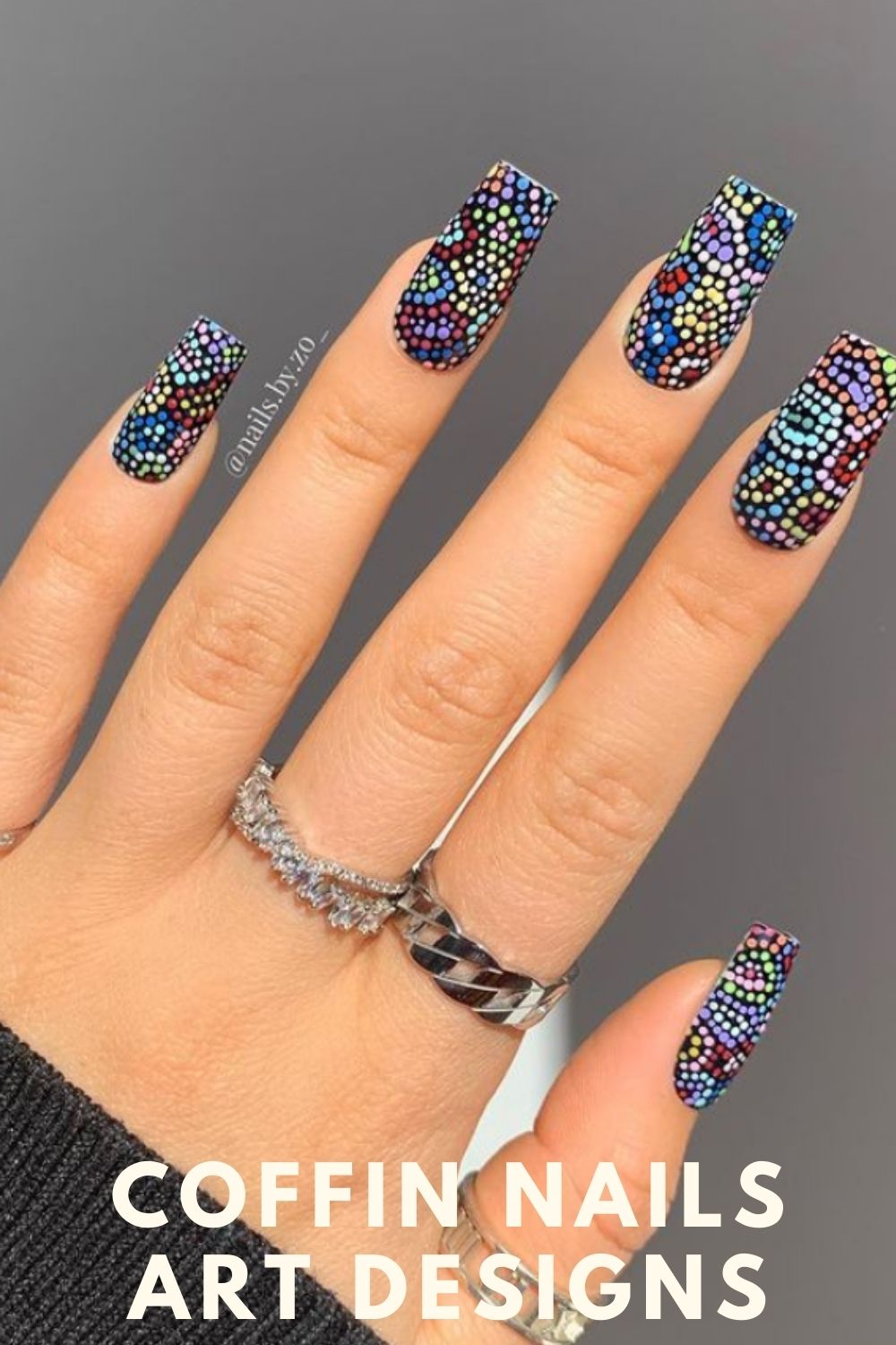 Coffin nail design with geometric pattern